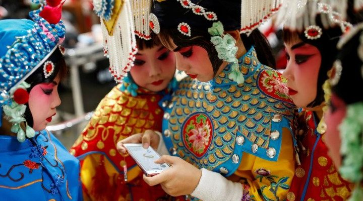 صور حول العالم: مسابقة الأوبرا الصينية التقليدية + مسابقة اللحية والشارب الهندية