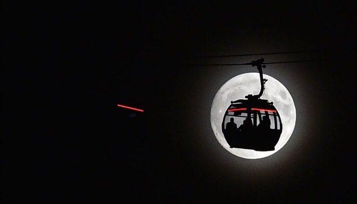 صور حول العالم: القمر العملاق في سماء لندن + ألعاب نارية في ميانمار