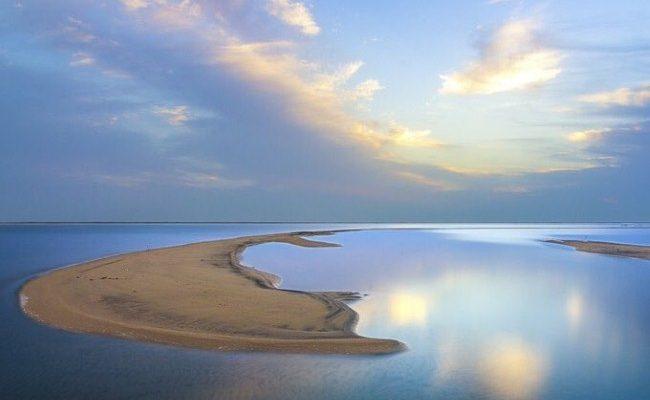 صور منوعة: مشهد آسر من سواحل ينبع الشمالية الهادئة..
