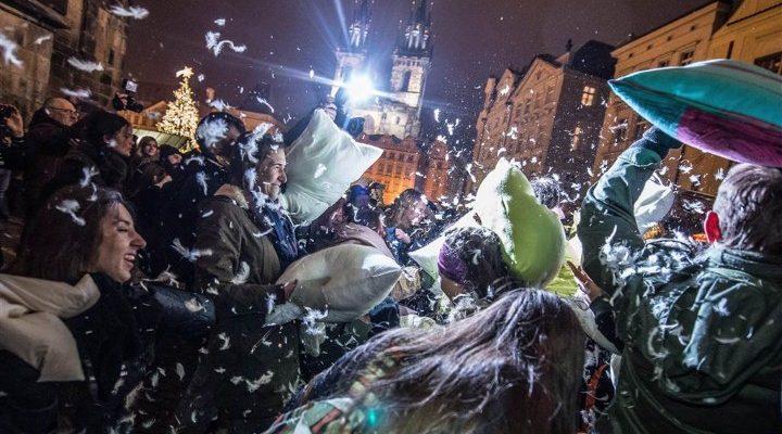 صور حول العالم: حرب الوسائد في جمهورية التشيك والمزيد..