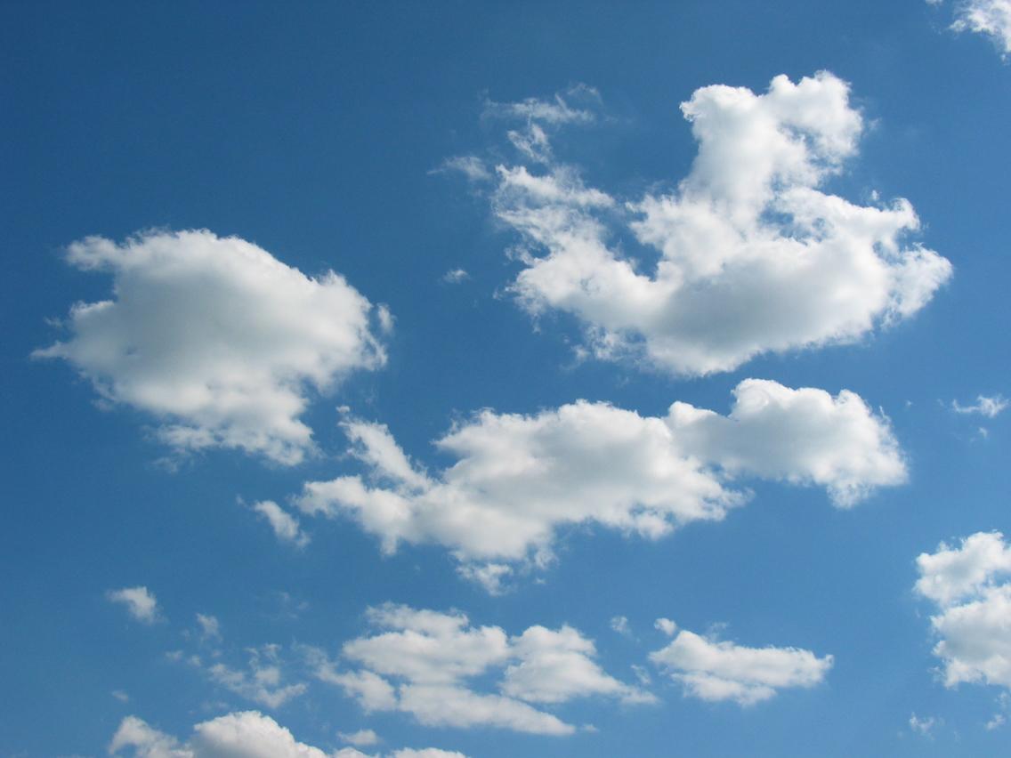 الغيوم لونها أبيض