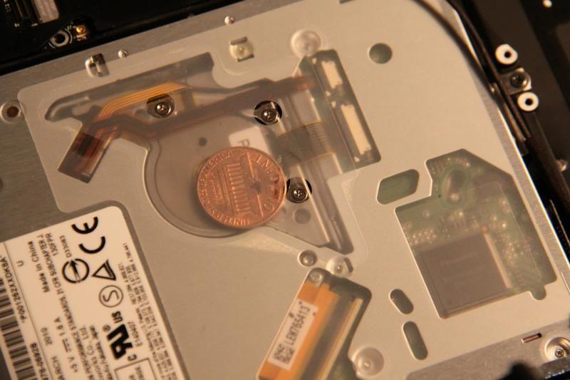 القطع النقدية داخل أجهزة ماك بوك