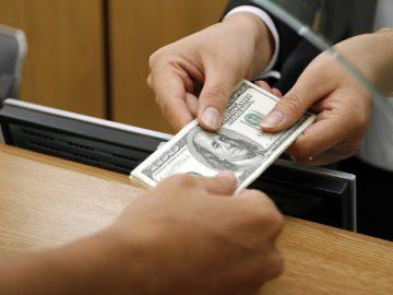المال في البنك