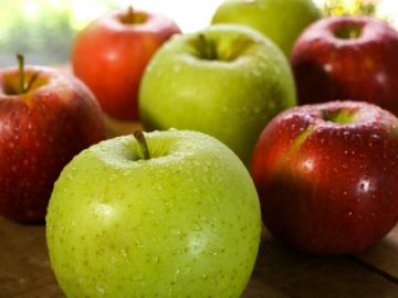 التفاح الأحمر والأخضر