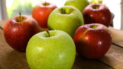 هل هناك فرق بين التفاح الأخضر والأحمر ؟