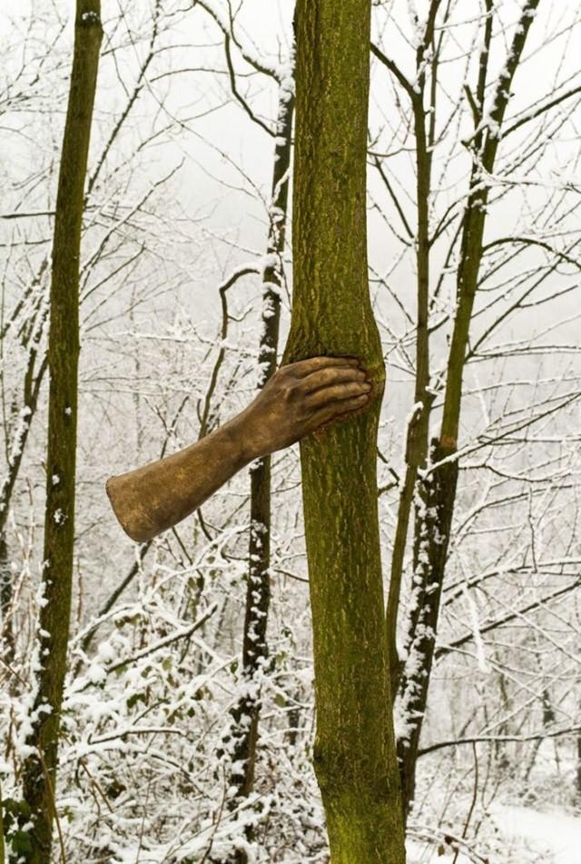 تمثال يد