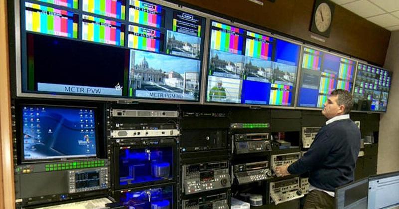 هل تعرف سر المربعات والمستطيلات الملونة التي تظهر عند إغلاق المحطات التلفزيونية؟