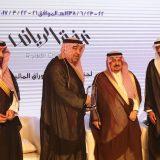 أمير الرياض يسلم تكريم STC
