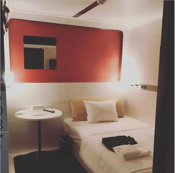 غرف فندق على شكل كابينة طائرة