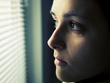 تشعر النساء بالحزن