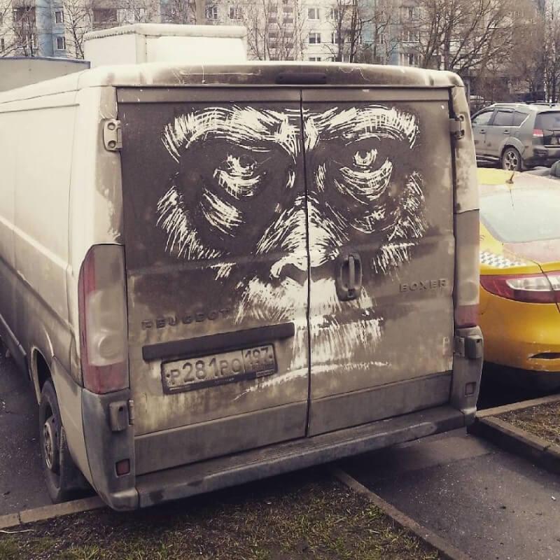 الرسم على سيارة