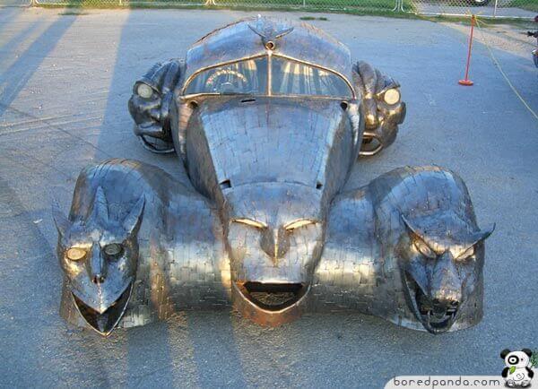 سيارة غريبة
