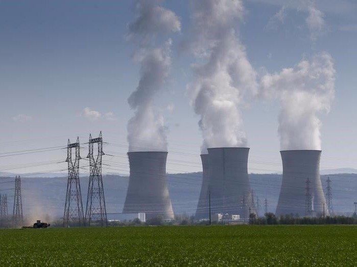 فنيين المعدات النوويه