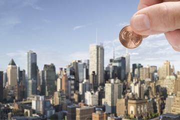 العملة المعدنية الساقطة من ناطحة سحاب