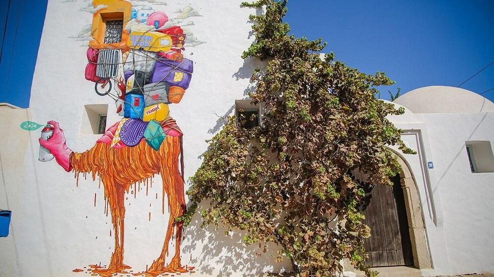 فنان يُحول قرية تونسية مُهلكة لمنطقة جذب سياحيّة!