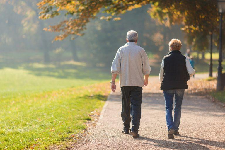 لماذا المشي يجعلنا نشعر بحالة جيدة؟