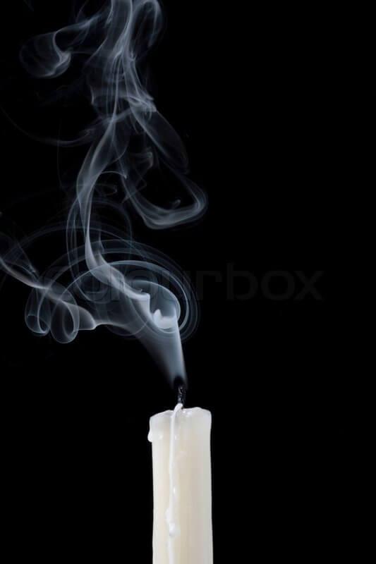 لماذا يخرج دخان من الشموع بعد إطفائها فقط