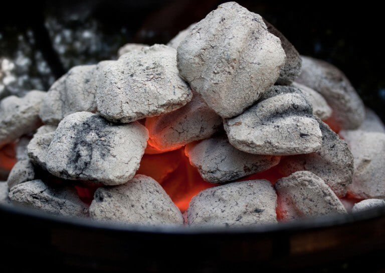 المشي على الفحم
