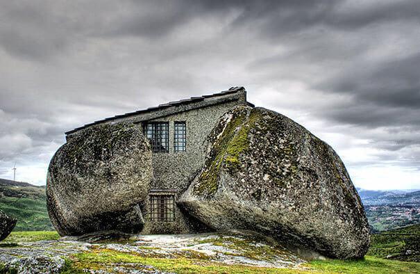 المنزل الحجري من منازل ساحرة