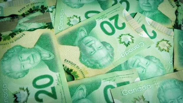 لماذا تُطبع صورة الملكة إليزابيث على العملة الكندية؟