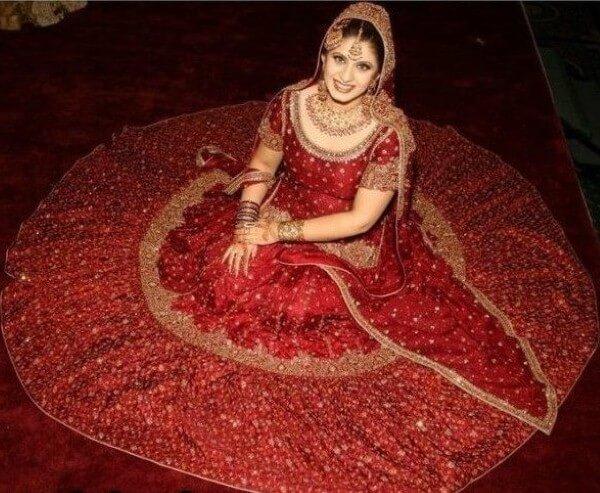لماذا فساتين الزفاف في الهند حمراء اللون؟