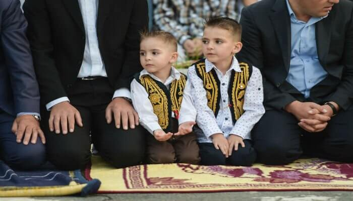 الاحتفال بالعيد