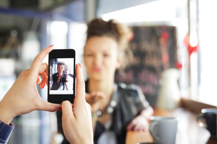 تطبيق ذكي يُخبرك أي من صورك تستحق النشر عبر حساباتك الاجتماعية!