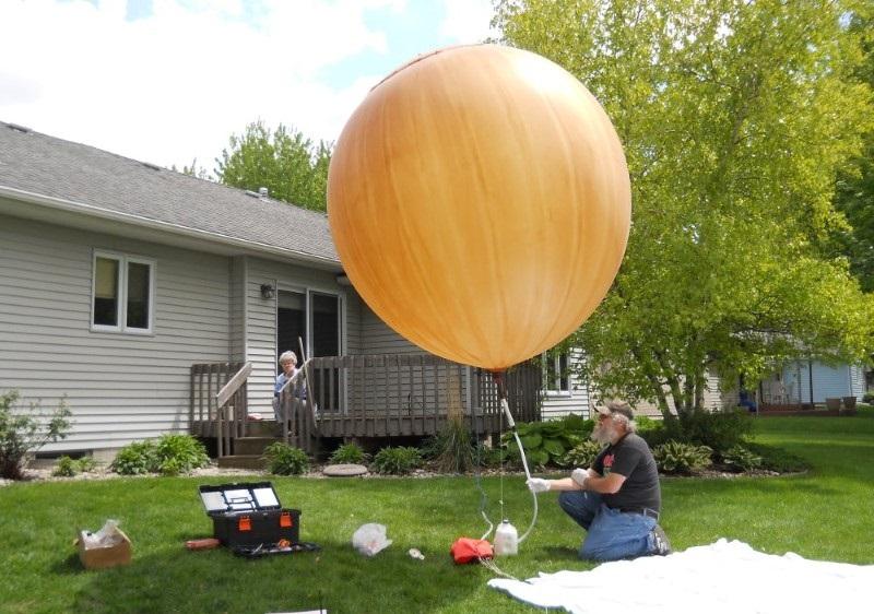 إلى أي مدى يُمكن لبالون الهيليوم أن يطير؟
