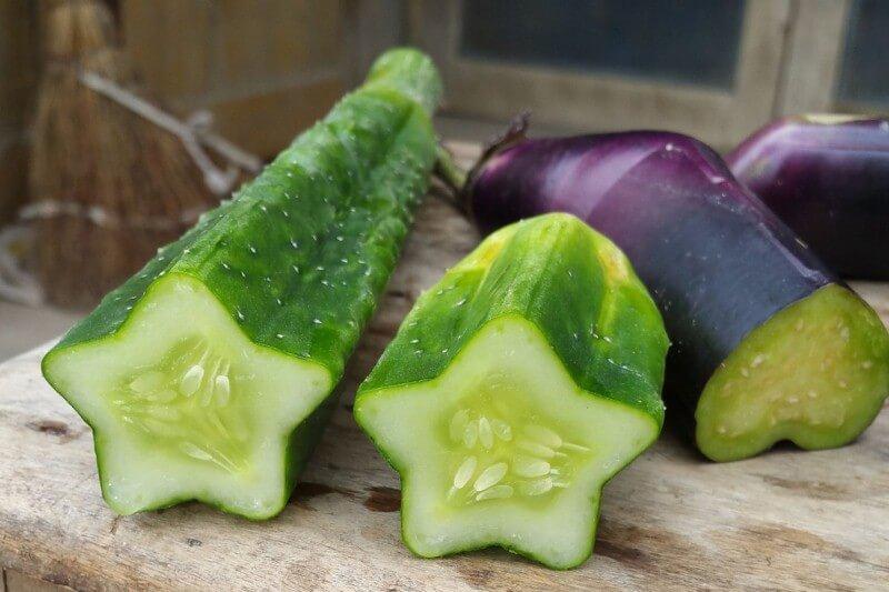 شركة صينية تنتج فاكهة وخضروات بأشكال غريبة!