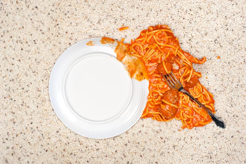 إعادة استخدام الطعام المُلقى على الأرض