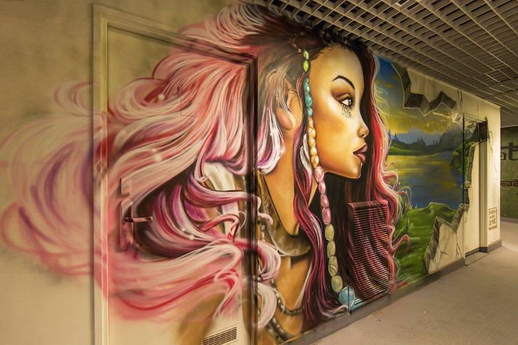 تحويل كلية في باريس لمعرض جرافيتي