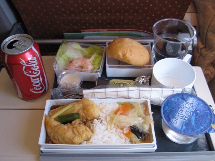 وجبات الطائرات في درجة رجال الأعمال والاقتصادية