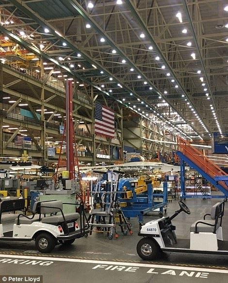 مصنع طائرات