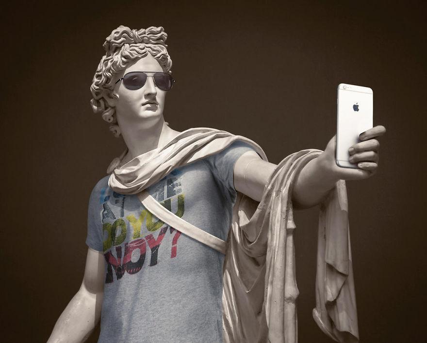 تماثيل متحف اللوفر ترتدي ملابس
