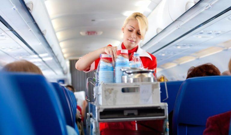 ما هو الطلب الأكثر إزعاجاً لمضيفة الطيران؟