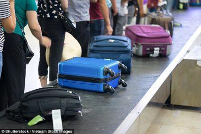 الحقائب بالمطار