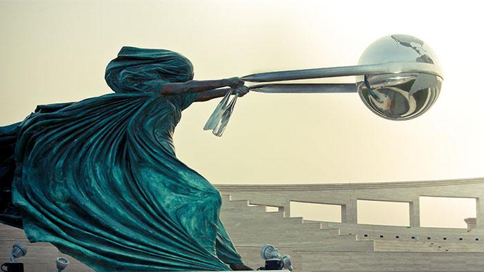 أعظم التماثيل التي تتحدى الجاذبية