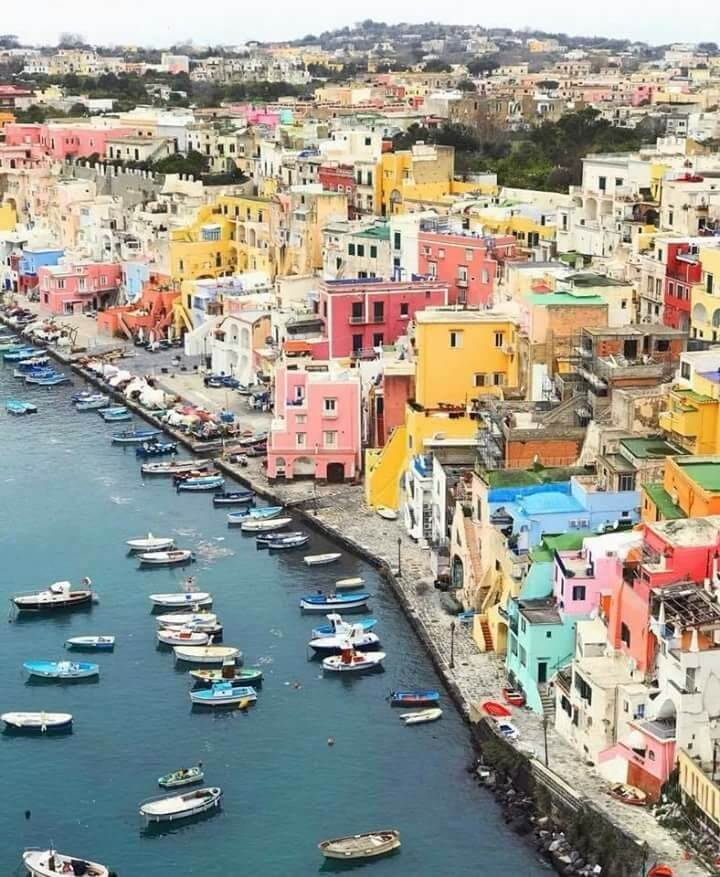 جزيرة إيطالية