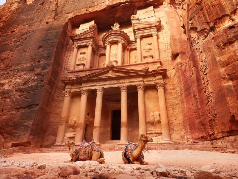 الوجهات السياحيّة الشهيرة بين الأفلام والواقع