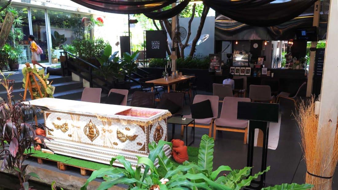 مقهى تايلندي يمنحك تجربة الموت لمدة 3 دقائق! 4-مقهى-تايلندي-يمنحك-تجربة-الموت