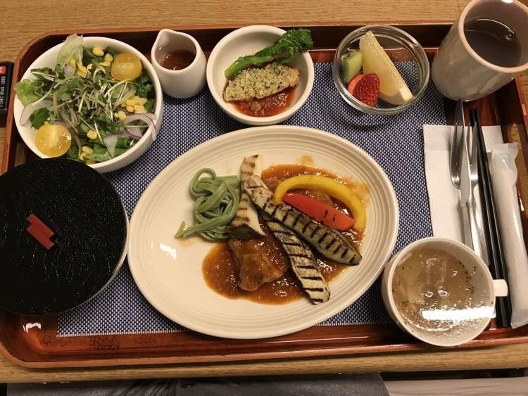 صور: مستشفى ياباني ينافس المطاعم في طريقة تقديم الطعام!