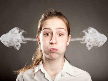 إطلاق الدخان من الأذن