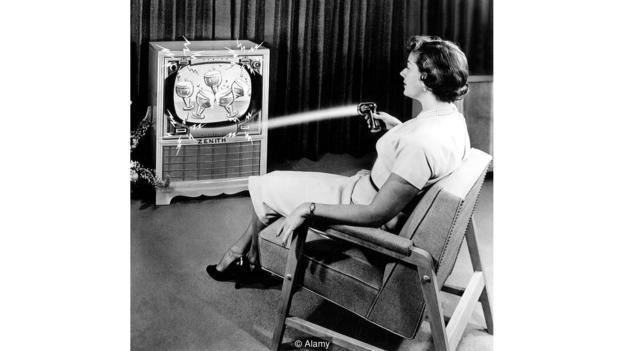 جهاز التحكم عن بُعْد الريموت في التلفاز
