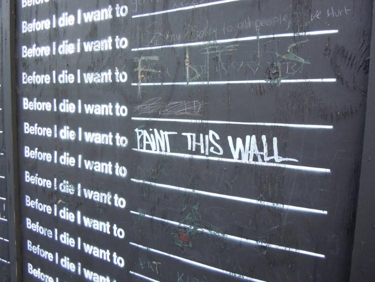 حائط قبل أن أموت