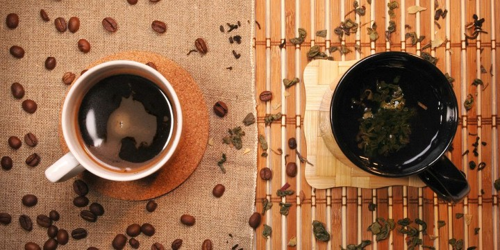 مقارنة بين القهوة والشاي