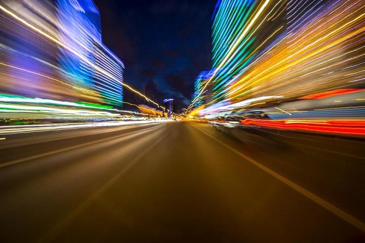 السفر بسرعة الضوء